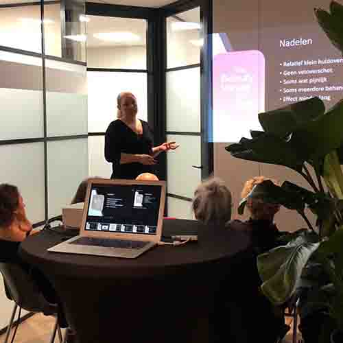 Plasmage-infoavond uitleg door cosmetisch arts Tatjana Water